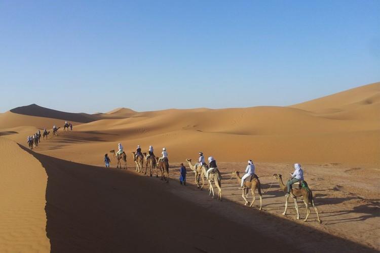 hagenaars-wandelen-in-de-woestijn